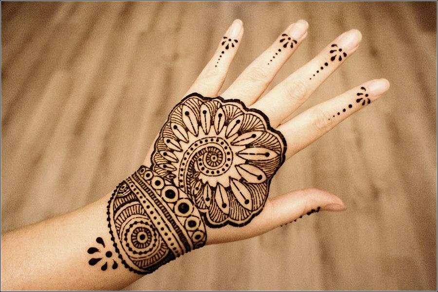 Узоры Мехенди на руке